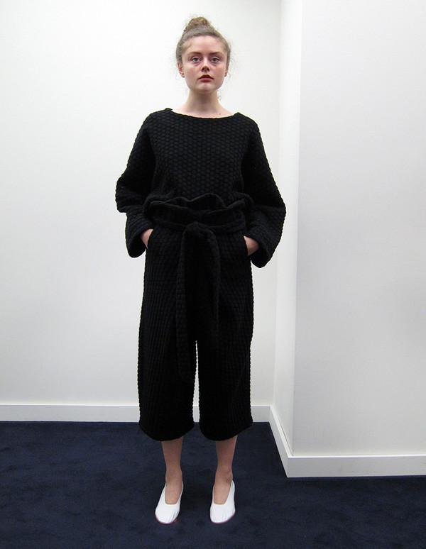 Anntian Shorty Sweater, 3-D Dot