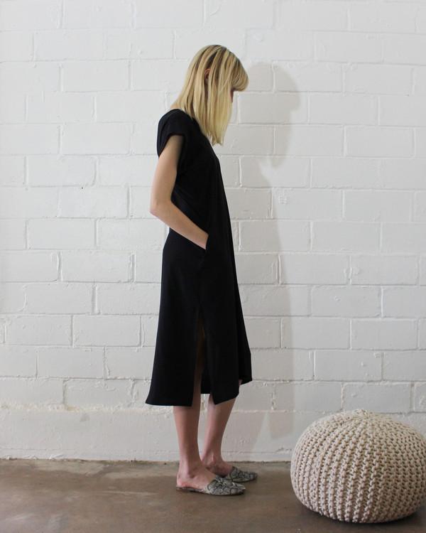 esby BANKS SILK KIMONO DRESS - BLACK