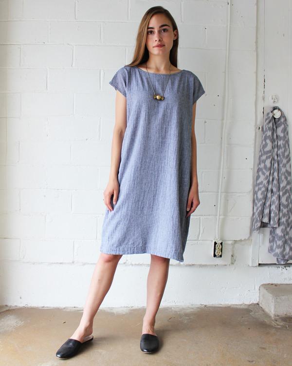 esby CAROLINE SHIFT DRESS - INDIGO CHAMBRAY