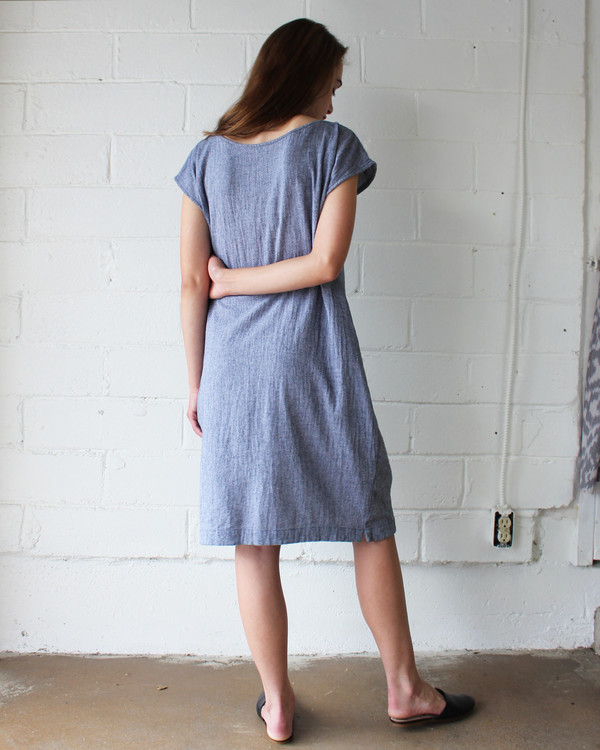 esby CAROLINE SHIFT DRESS - INDIGO CHAMBRAY