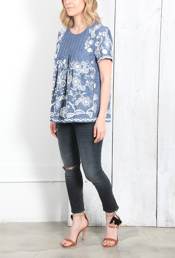 SEA CHAMBRAY HAND-STITCHED PINTUCK TEE