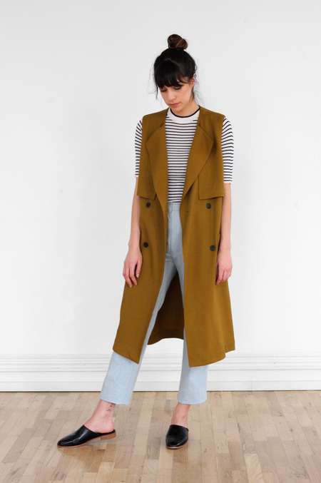 Waltz Sleeveless Trench in Golden Olive