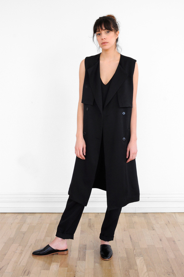 Waltz Sleeveless Trench in Black