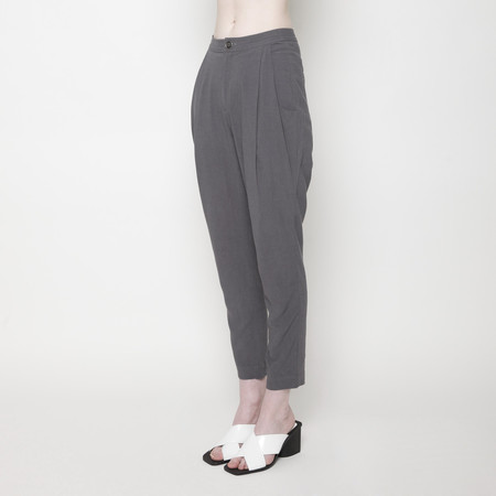 7115 by Szeki Signature Linen Gathered Trouser - Gray