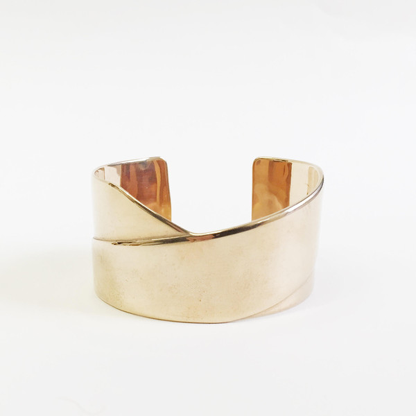 Minoux Wide Cross Front Cuff
