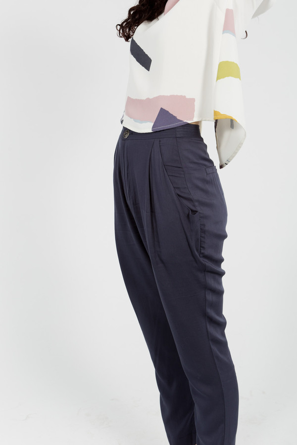 7115 by Szeki Gathered Trouser