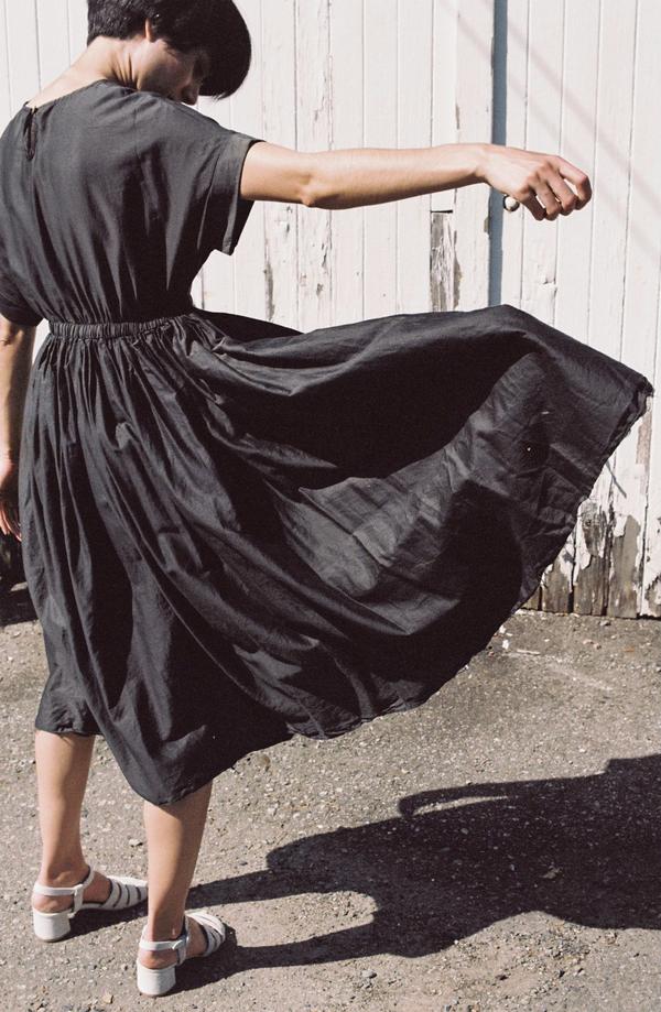 Black Crane Pleated Dress - charcoal
