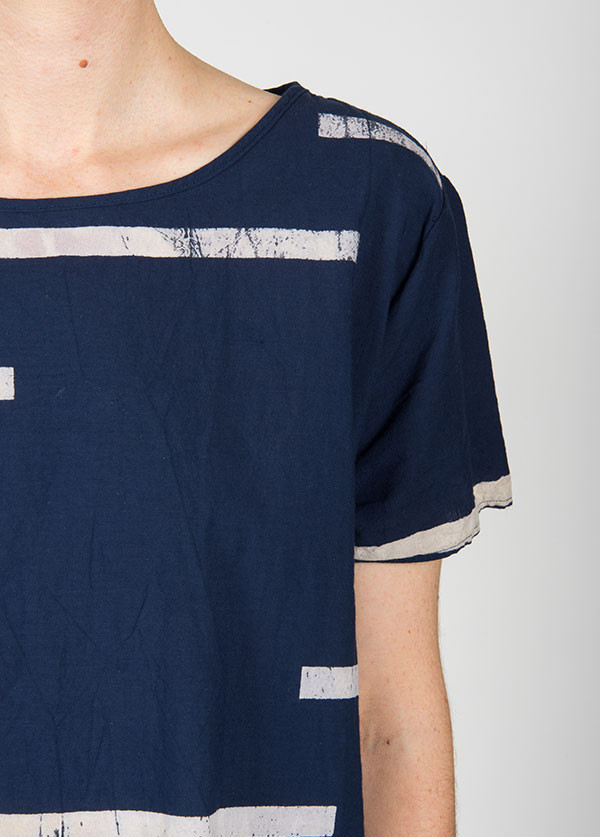 Uzi - Broken Stripe Woven Tee in Navy