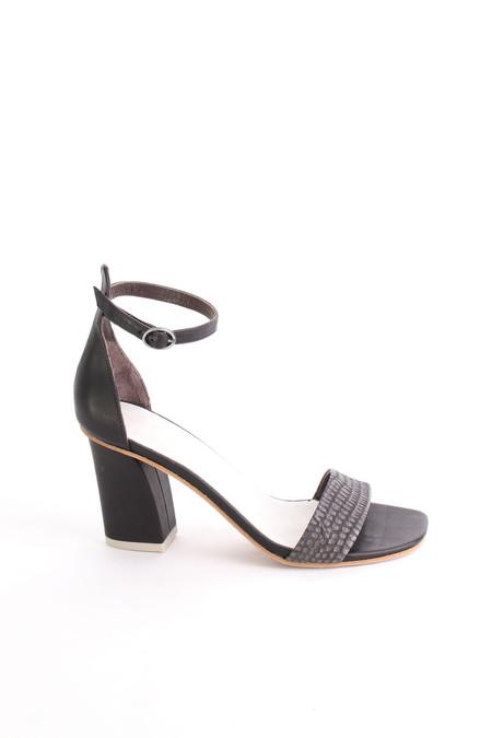 Coclico Caper sandal in Tejus Carbone/black