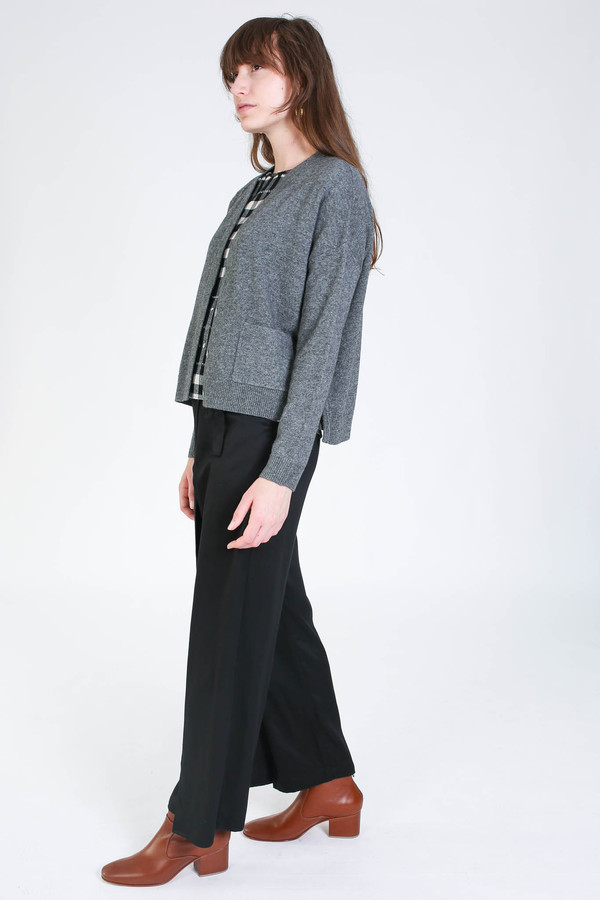 Svilu Cropped cardigan in charcoal