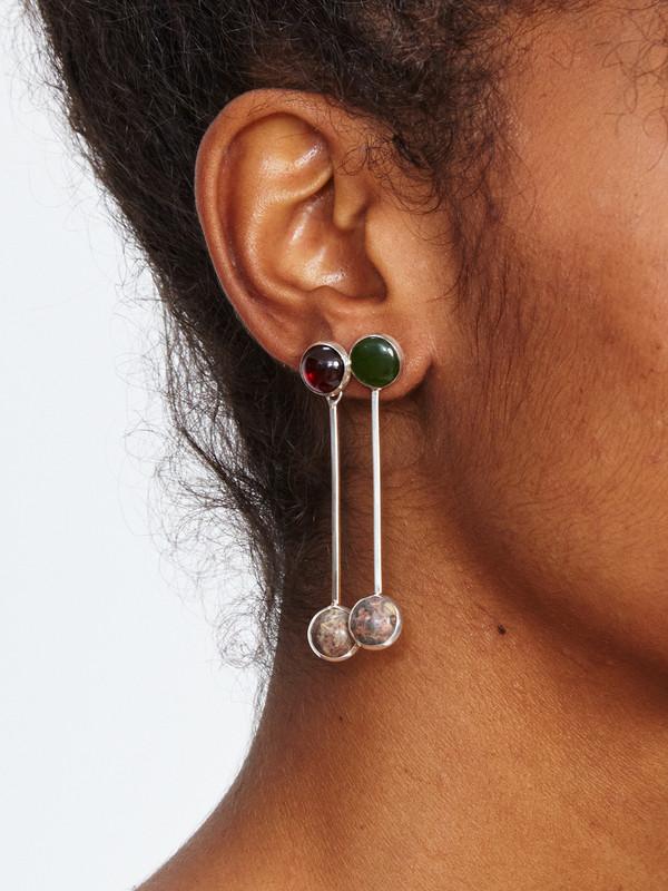 FARIS SWAY EARRING / GARNET