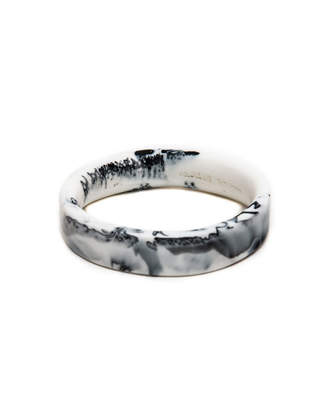 Dinosaur Designs Classic Wishbone Bangle in Black & Snow Swirl