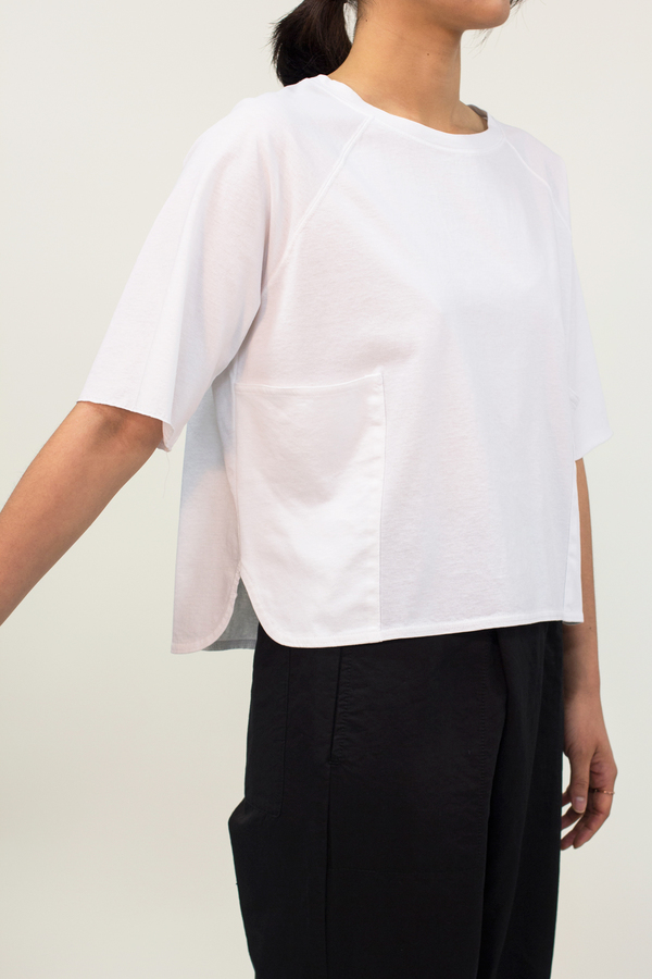 Universal Tissu Pocket Crop Top- White
