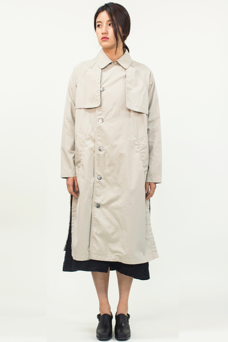 Universal Tissu Waterproof Trench Coat- Beige