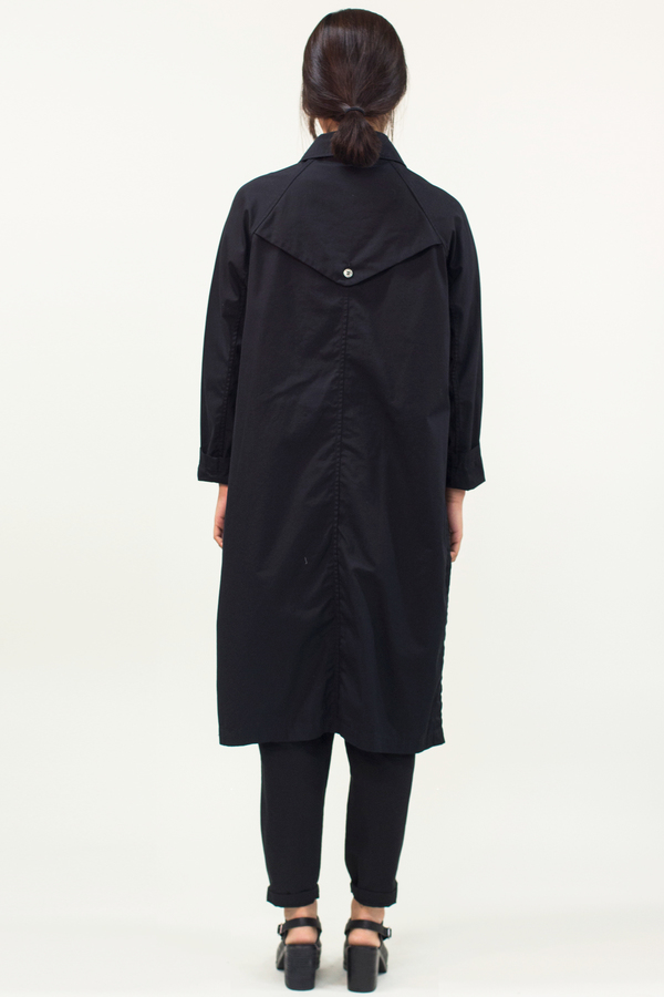 Universal Tissu Waterproof Trench Coat- Black