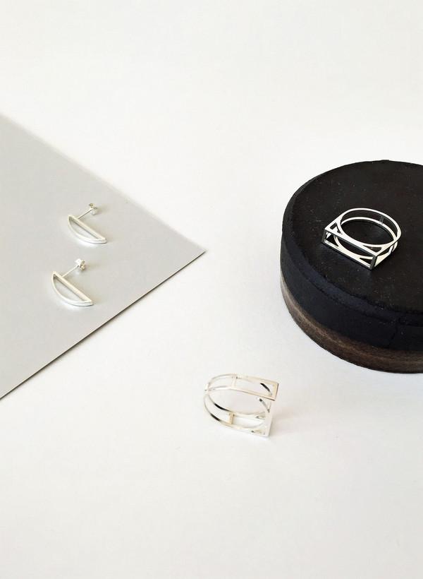 Mute Object Half Circle Stud Earrings