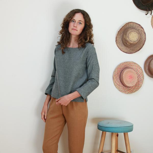 Me & Arrow Fuzzy Basic top - Fuzzy Heather Grey