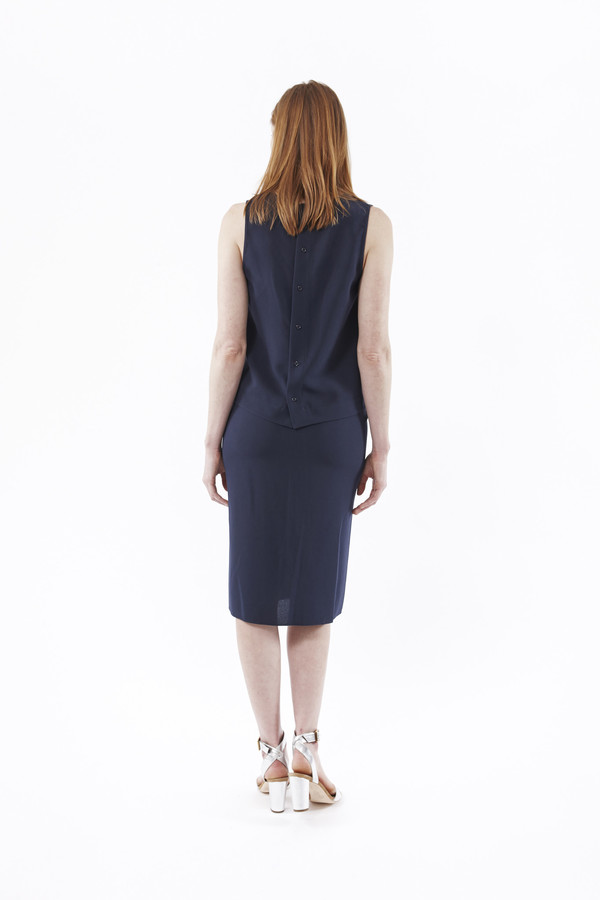 JENNI KAYNE Crepe V Neck Shell in Navy