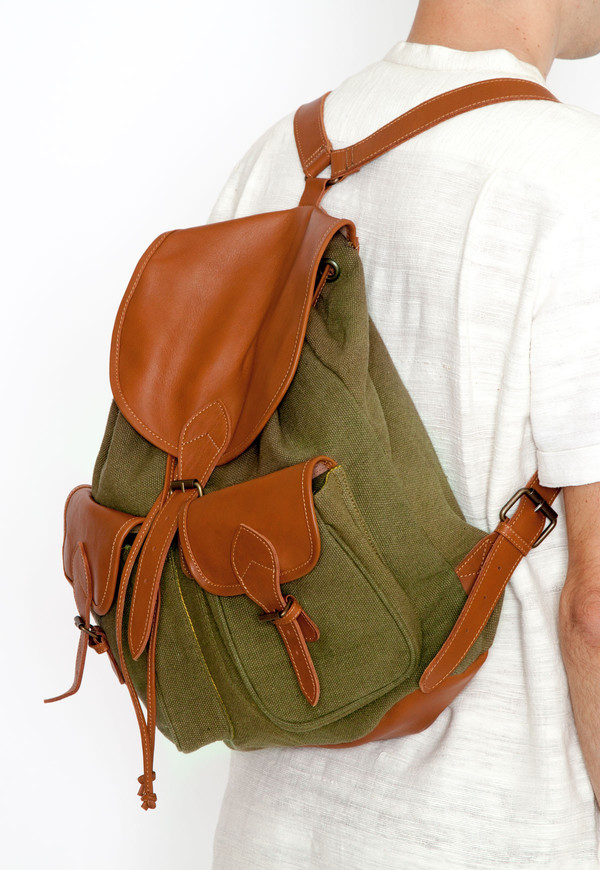 New Market Goods Field Backpack in Hunter Green Canvas