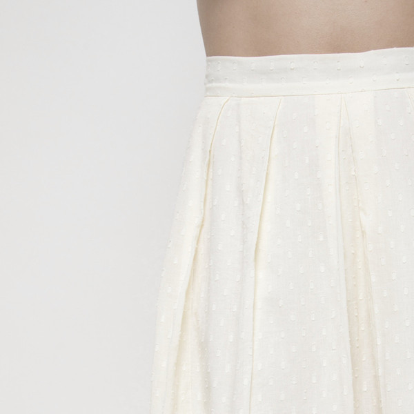 7115 by Szeki OVER-THE-KNEE PLEATED SKIRT