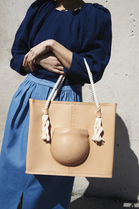 Eatable of Many Orders Medium Pocket Tote Bag In Natural