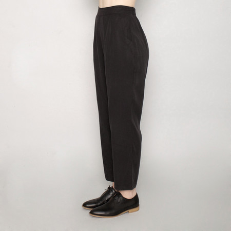 7115 by Szeki Signature Relaxed Tapering Trouser - Tencel