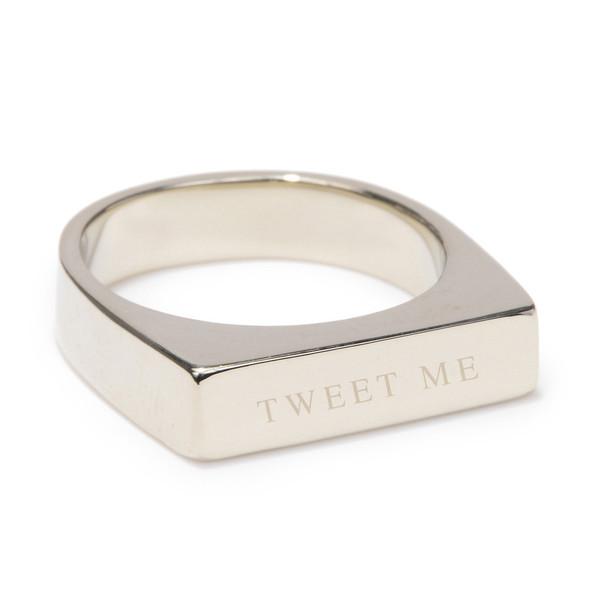 Tarin Thomas tweet me