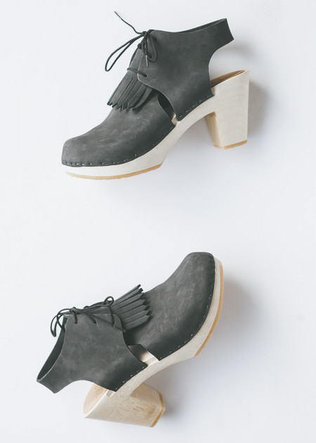 Bryr Clogs Sofie Closed Toe in Charcoal