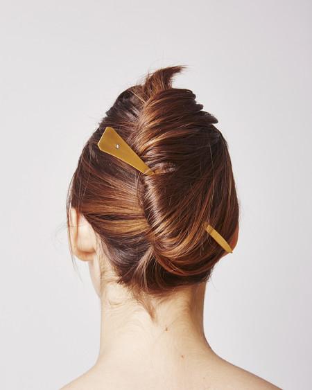 Sylvain LeHen Hairpin 011 in Matte gold