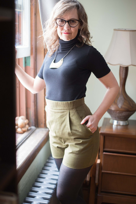 Birds of North America Dunnock Shorts - Olive