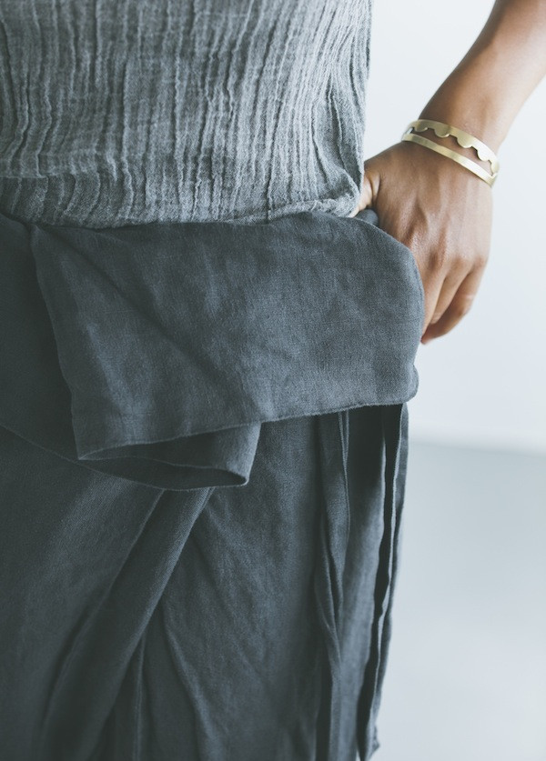 Black Crane - Wrap Pants in Grey Black