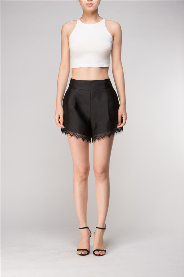 Few Moda Tailored Shorts with Lace Hem