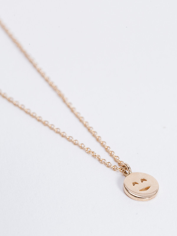 Winden Blushing Face Necklace
