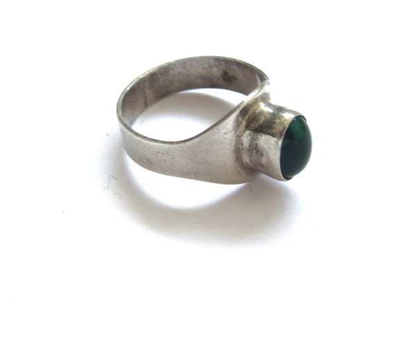 Vintage Collection Silve and Green Glass Ring
