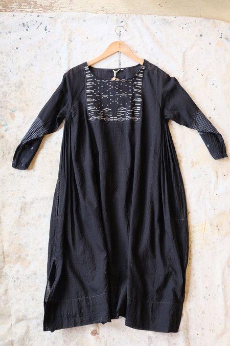 Injiri Black and White tunic dress