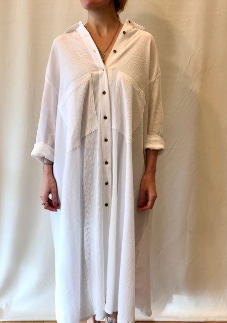 Sunja Link Crinkle Cotton Shirt dress in White and Navy