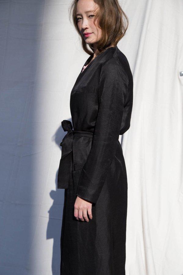 Nikki Chasin MORETTI BELTED ROBE JACKET - BLACK