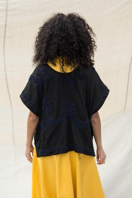Nikki Chasin FRENCH KNOT PONCHO TOP - BLACK/NAVY
