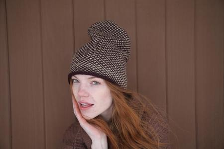 KORDAL SEED STITCH HAT - MAROON/CAMEL