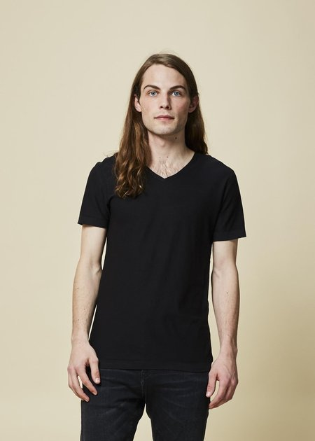 Hannes Roether Yeps V-Neck Tee - Black