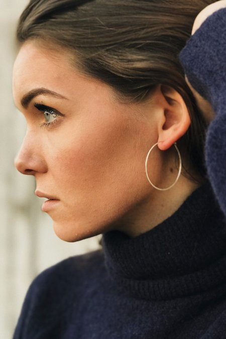 Hannah Naomi HAMMERED HOOP EARRINGS