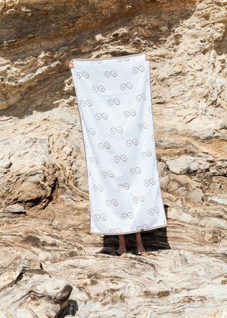 323 Infinite Boob Essential Towel