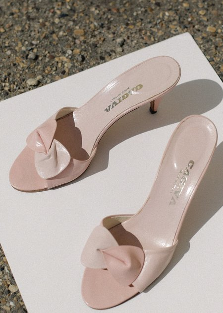Vintage Pre by New Classics Bow Sandals - Pink