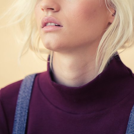 Feather Drum Rib Turtle Neck - Raisin