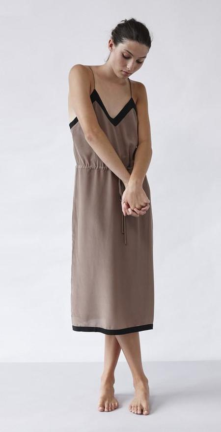 Lonely Hearts Contrast Slip - TAUPE