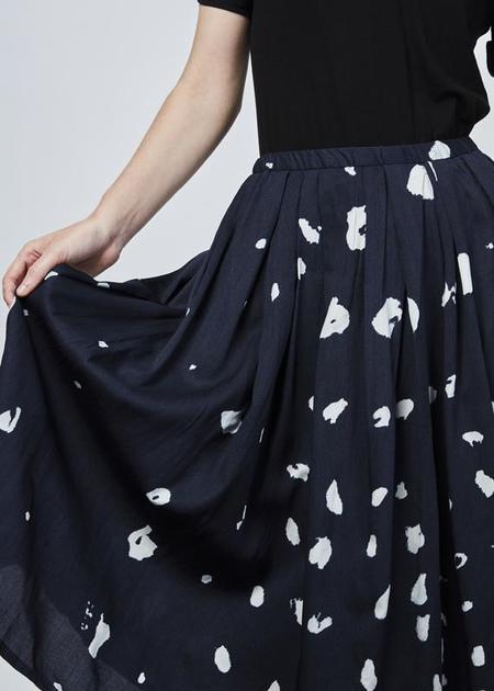 Yoshi Kondo Juan Pleated Skirt - navy/white