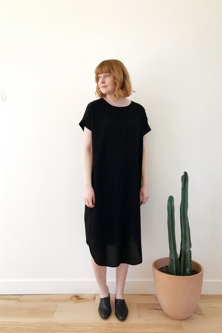7115 by Szeki Cap Sleeve Reversible Maxi Dress - Black