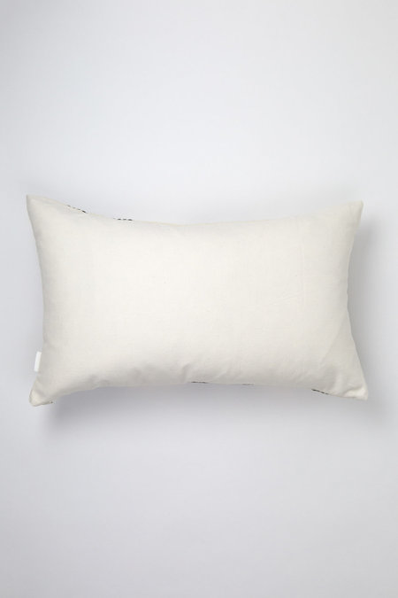 "Archive New York 12"" x 20"" Almolonga Diamond Pillow - Black/Natural White"