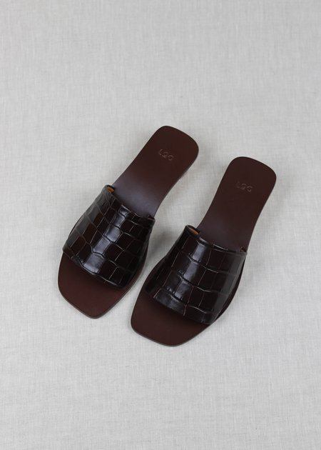 LOQ Nuria Embossed Leather Slides - Bombón Croc