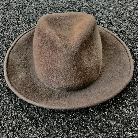 Esenshel TEAR LOW CROWN ROUND CURVED BRIM HAT